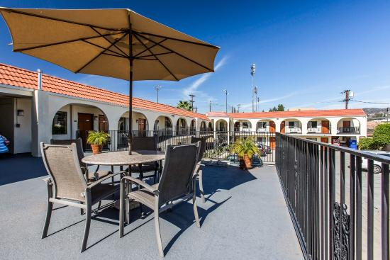 Econo Lodge: Patio