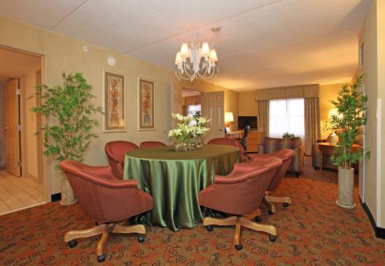 Тинли-Парк, Илинойс: Parlor Suite Dining Area