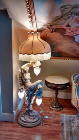 Marquis de Montcalm: Unusual lamp in our third floor room!
