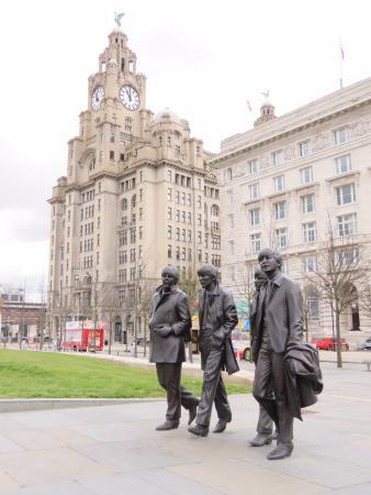 The Beatles Polska: Liverpool zarabia na Beatlesach miliony funtów rocznie