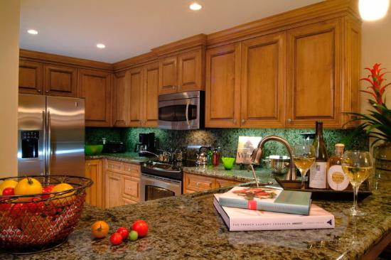 Dolphin Bay Resort & Spa: Gourmet Kitchen in a Dolphin Bay Suite