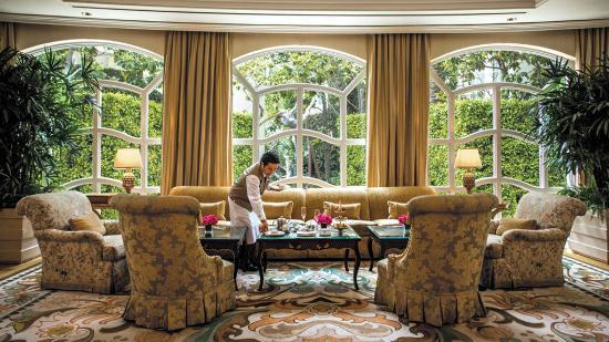 The Peninsula Beverly Hills: The Lobby