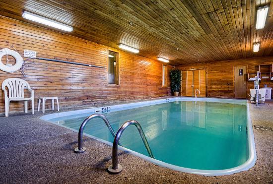 Hays, KS: Pool