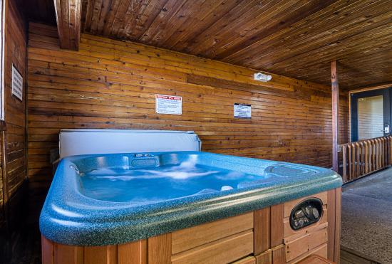 Hays, KS: Hot Tub