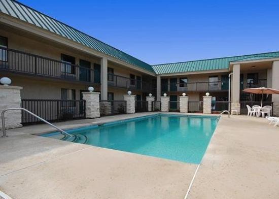 Quality Inn Aiken: Pool