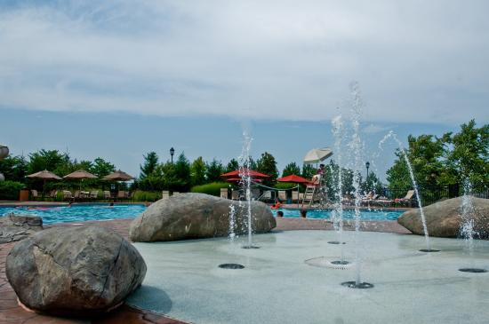 Leesburg, VA: Lansdowne_Amenities_outdoor_Pool_Complex_2