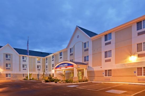 Oak Harbor, WA: We Welcome You Day or Night
