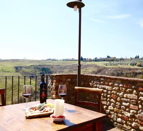 Montespertoli, Włochy: Aperitivo con vista