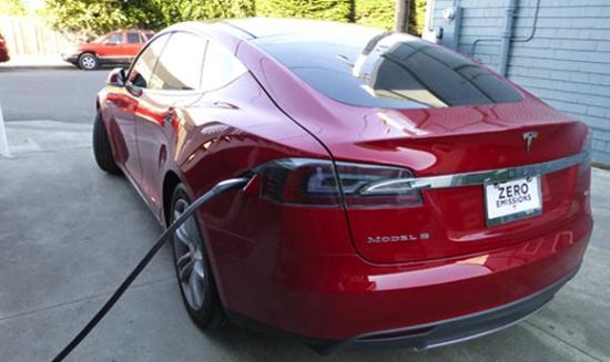 Redwood Suites : Enjoy Access to our Tesla Charging Station