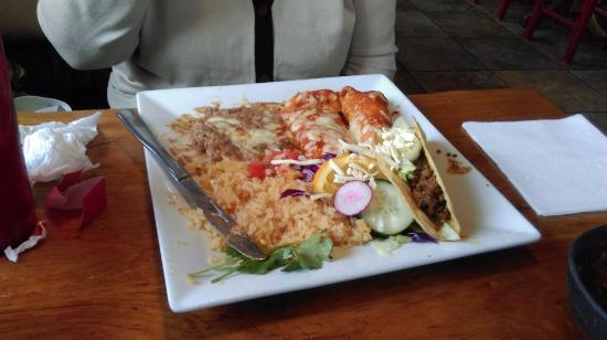 Chagrin Falls, OH: TACO, TWO ENCHILADAS, One Chicken, One beef, RICE AND BEANS YUMMY