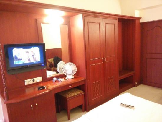 RR Residency: Beautiful Wooden Furniture