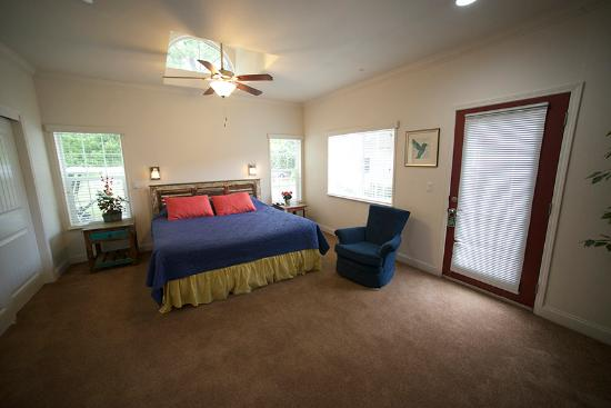 Wonder Valley Ranch Resort & Conference Center: Chairman's Suite Bedroom