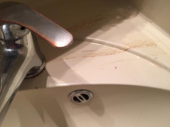 Латте, Франция: Propreté très très douteuse dans la salle de bain : Photo à l'arrivée