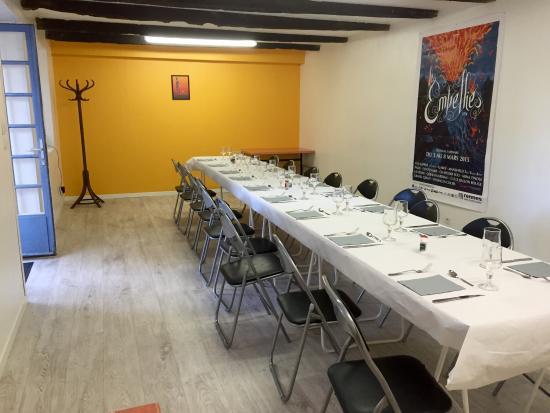 Irodouer, France : Salle famille