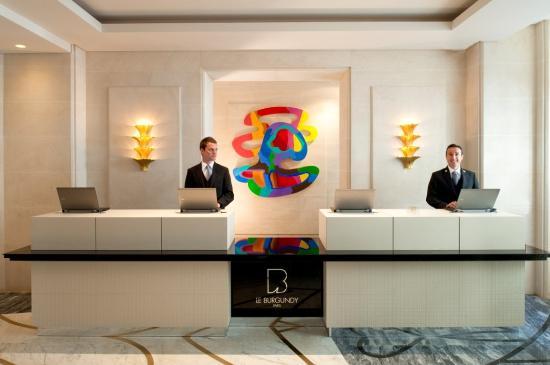 Hotel Le Burgundy: The Front Desk