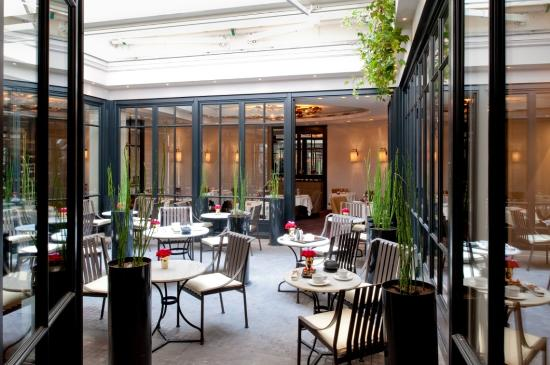 Hotel Le Burgundy: The Patio