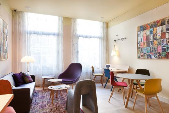 Hotel The Neighbour's Magnolia: Living room / Breakfast area
