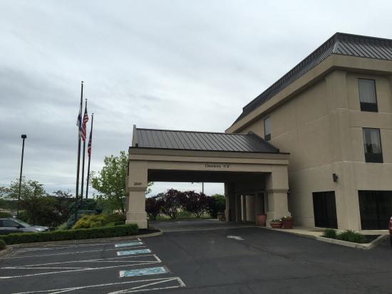 Lancaster, OH: Front Entrance