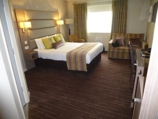 Pontypool, UK: Good sized family room.