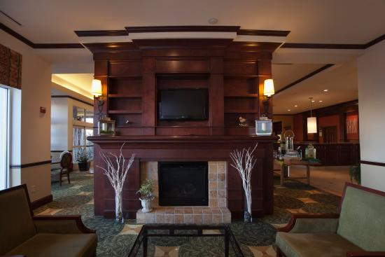 Hilton Garden Inn Albuquerque Uptown: Lobby Fireplace