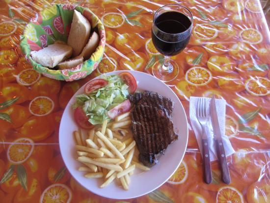 Puerto Lindo, ปานามา: Entrecote frites accompagne du sang du christ