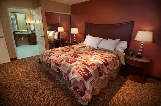 Medford, OR: King Accessible Suite
