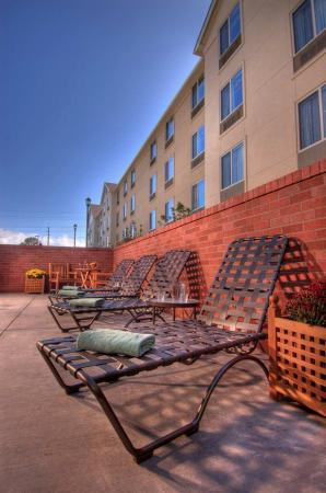 Medford, OR: Outside Pool Lounge