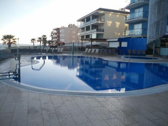Piscina picture of hotel augustus cambrils tripadvisor for Piscina cambrils