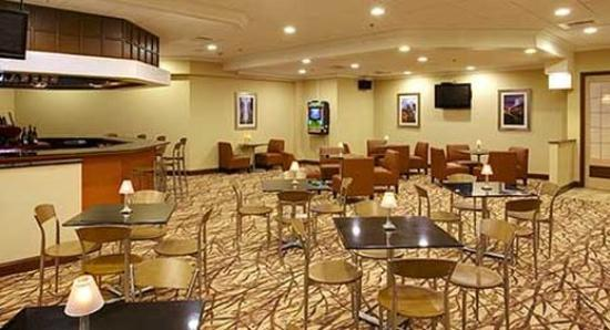 Wyndham Garden Philadelphia Airport : Landing's Lounge & Restaurant