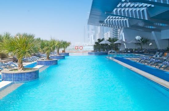 Al Salam Hotel Suites: Swimming Pool