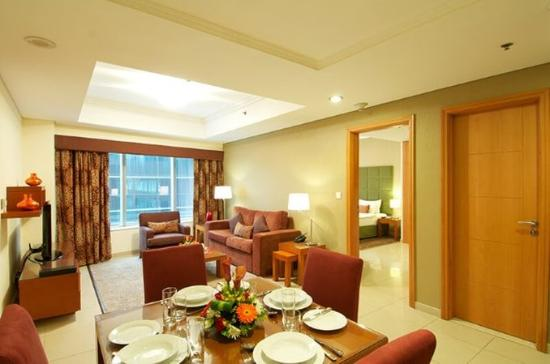 Al Salam Hotel Suites: Living And Dining Room 1Bedroom Apartment