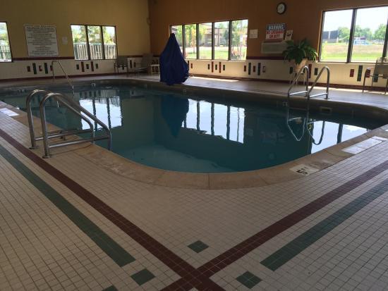 Baymont by Wyndham Marion: My kids had g8 fun on pool