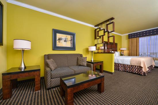 Holiday Inn Hotel & Suites McKinney - Fairview: King Suite