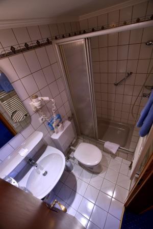 Seehotel: Dusch-Bad, Toilette