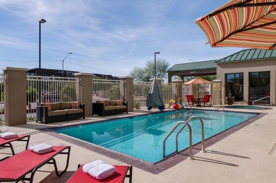 Hilton Garden Inn Phoenix Airport North: Outdoor Guest Pool & Hot Tub