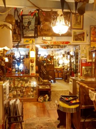 ‪Backroads Antiques and collectables‬