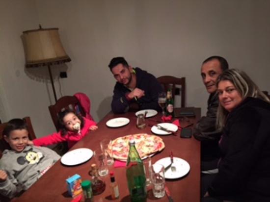 Nina pizzeria: pizza em familia...