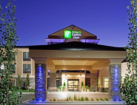 Holiday Inn Express Hotel & Suites Logan: Hotel Exterior