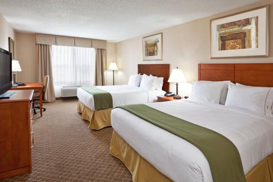 Holiday Inn Express Hotel & Suites Bay City: Two Queen Bed Guest Room