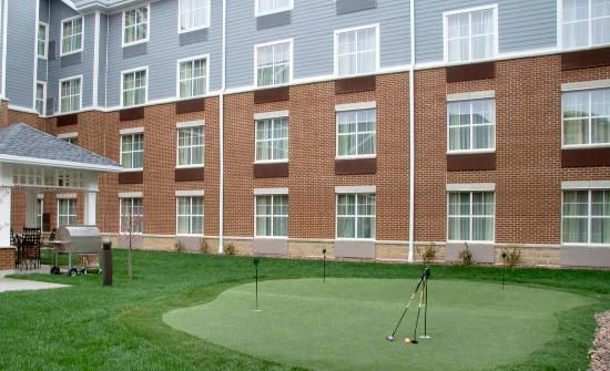 Homewood Suites Madison West: Putting Green