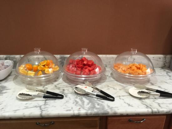 Campbell Inn: Truly fresh fruit at breakfast