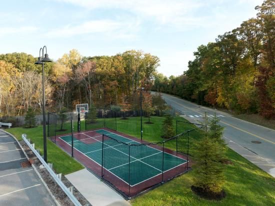 Dover, NJ: Tennis Court, Overview