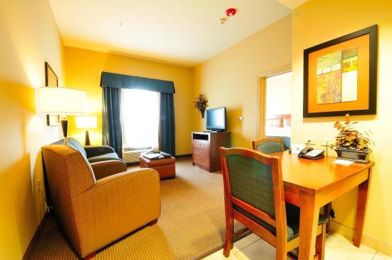 هوموود سويتس باي هيلتون فايتيفيل: King One Bedroom Suite