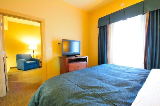 هوموود سويتس باي هيلتون فايتيفيل: One King One Bedroom Suite