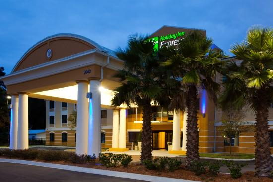 Holiday Inn Express Hotel & Suites Jacksonville - Mayport / Beach: Hotel Exterior Night