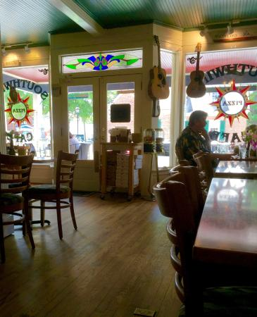 Southwind Pizza: Quaint interior of what used to be a general store