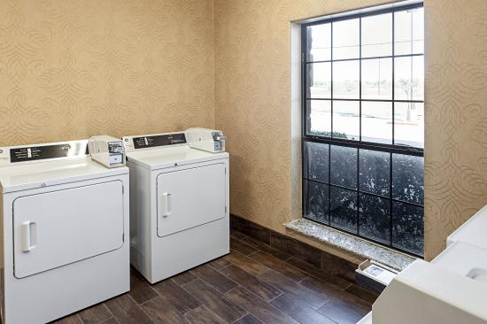 Comfort Inn Near SeaWorld: Laundry