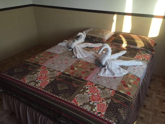 Rio Dulce, Guatemala: Hôtel chambre matrimoniale , climatisation, wifi , télévision par satellite , salle de bain priv