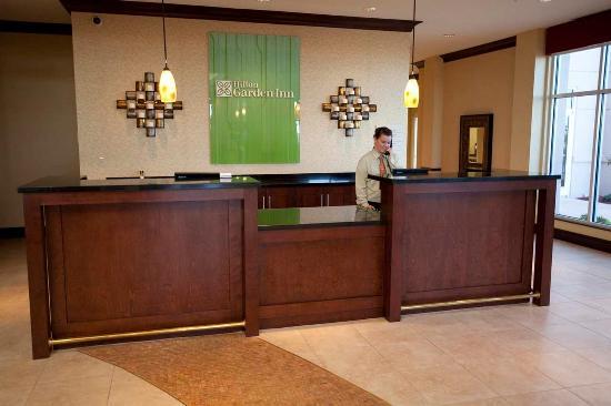 Hilton Garden Inn Odessa: Front Desk