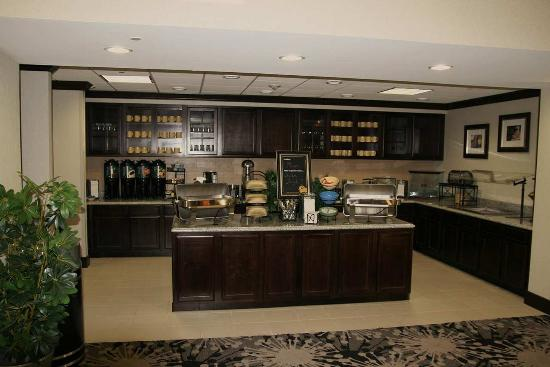 Homewood Suites by Hilton Cedar Rapids North: Breakfast Area